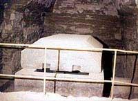Один из саркофагов в подземелье Серапиума