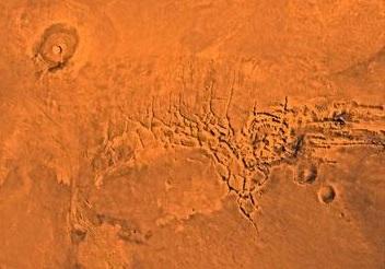 «Высеченный водой» каньон на Марсе на самом деле был образован лавой